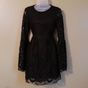 Gorgeous bell sleeve w/ flare lace cocktail dress